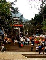 Đầu xuân đi lễ chùa Hương