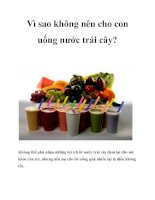 Tài liệu Vì sao không nên cho con uống nước trái cây? doc