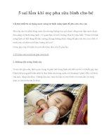 5 sai lầm khi mẹ pha sữa bình cho bé doc