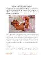 Đoán sức khỏe trẻ em qua màu nước tiểu